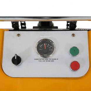 Zoom du boitier de commande du gerbeur semi electrique 1500 mm