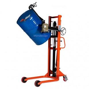 Gerbeur retourneur de fûts métalliques de 220 litres.
