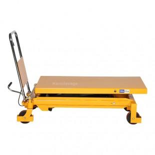 Table élévatrice manuelle 1500 kg vue de profil plateau abaissé.