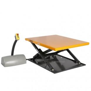Table elevatrice electrique en cours de levée avec boitier de commande