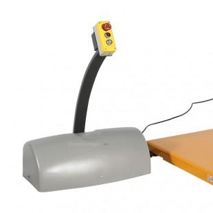 Zoom du boitier de commande monté, descente et bouton d arrêt d'urgence de la table elevatrice electrique