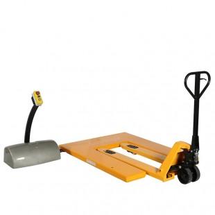 Table elevatrice en U en position de chargement avec un transpalette